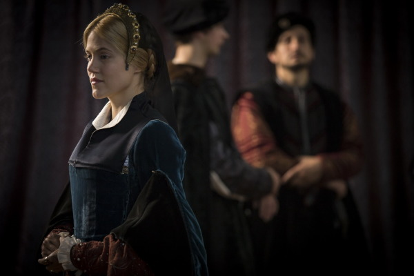 Wolf-Hall-Episode-3-Anna-regina-02