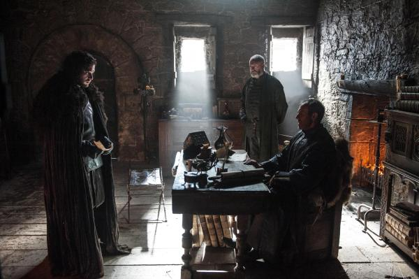 Kit-Harington-as-Jon-Snow-Stephen-Dillane-as-Stannis-Baratheon-and-Liam-Cunningham-as-Davos-Seaworth-_-photo-Helen-Sloan_HBO