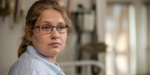 Merritt-Wever-in-The-Walking-Dead-Season-6-Episode-2