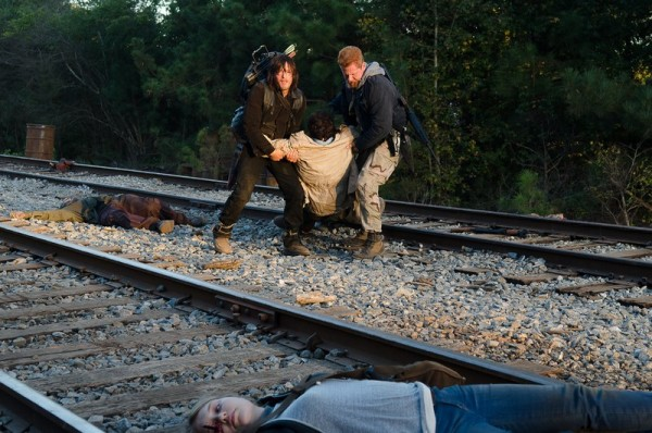 the-walking-dead-season-6-episode-14-daryl-eugene-crossbow